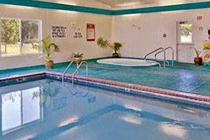 Super 8 Belgrade - feel like you're at home :: Known for our attentive service, clean rooms, family pool and gym, enjoy multiple dining options within walking distance. On the main route to Yellowstone & Big Sky skiing.