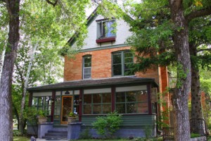 The Lindley House - see our Google 360 tour :: The Lindley House, built in 1892, is a newly renovated B&B. Two blocks from downtown and within walking distance of everything fun. Private baths in each room, great breakfast