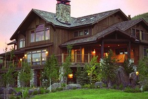 Grey Cliffs Ranch - Log Lodge luxury rooms :: Unparalleled lodge rooms coupled w/5000 acres of private land, private chef and Madison River access, provide the ideal backdrop for a truly memorable Montana vacation.