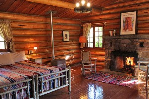Diamond J Guest Ranch - Cabins & Packages :: Discover the jewel of the Diamond J, off the beaten path, yet close to area attractions. Offering horse riding, swimming, tennis, hiking, private fishing & large home rentals.
