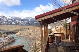 Grizzly Den Rental Home - family log lodge