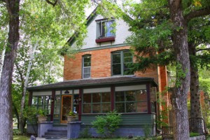 The Lindley House B&B - downtown in quiet location