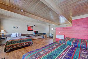 Sportsman's Lodge - amazing motel rooms in Ennis